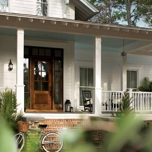 trex-transcend-porch-gravel-path-railing-classic-white-colonial-spindle-view-of-front